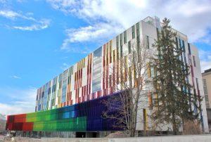 Uusi lastensairaala on värikäs rakennus