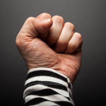 Lapsen vanhempiinsa kohdistama väkivalta ja puhumisen vaikeus